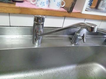 新潟県三条市 TOTO TKGG31E 台所シングルレバー混合水栓交換工事