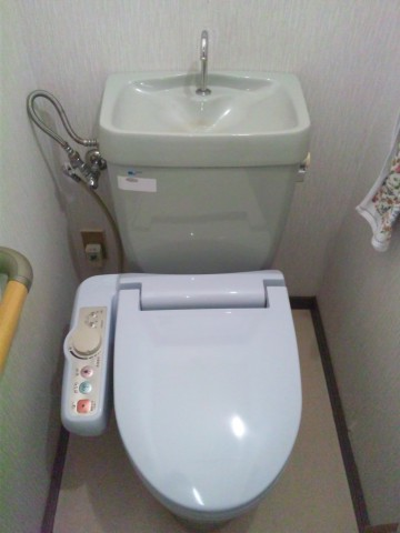 新潟県三条市 洋風大便器内フロート弁 部品交換工事